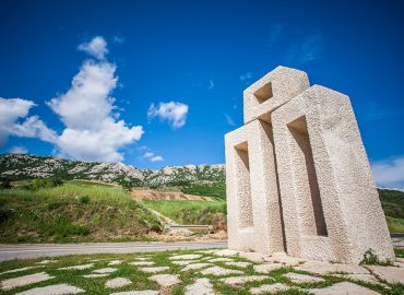 (Hrvatski) Spomenik