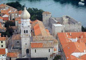 Katedrala Uznesenja Marijina iz 5. stoljeća s crkvom sv. Kvirina, zaštitnika grada
