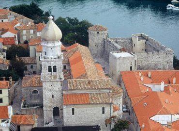 (Hrvatski) Katedrala Uznesenja Marijina iz 5. stoljeća